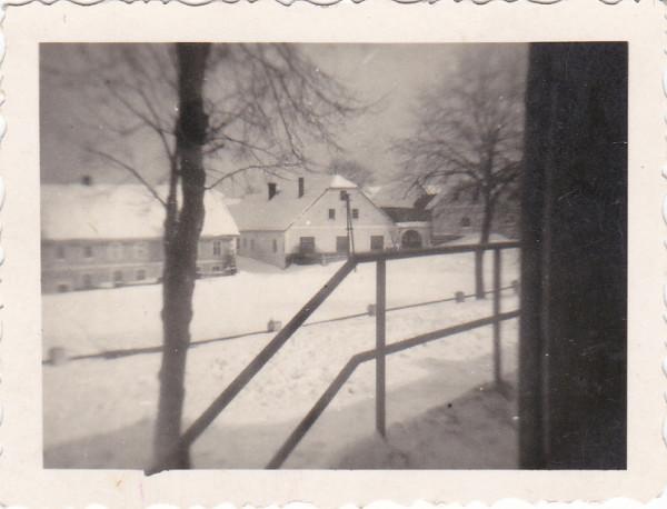 """Kosov č. 2 a 3. Snímek ze schodiště """"kulturáku""""."""